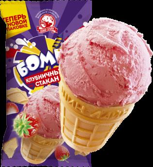 Клубничное мороженое в вафельном стаканчике
