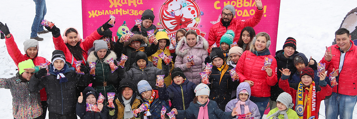 Сотрудники «Шин-Лайн» и дети детского дома покорили лед «Медеу»